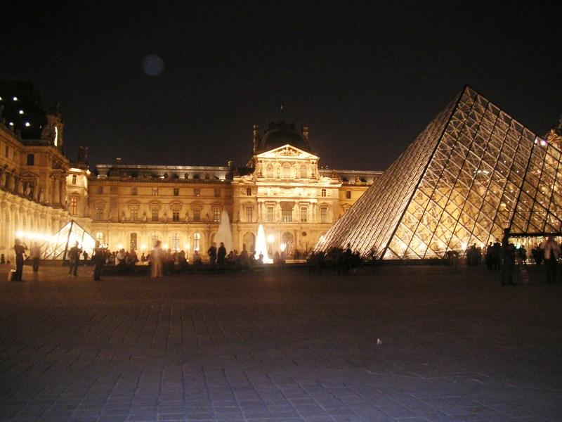 Night_pyramid