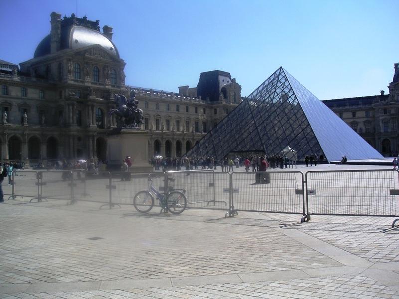 Pyramid_day