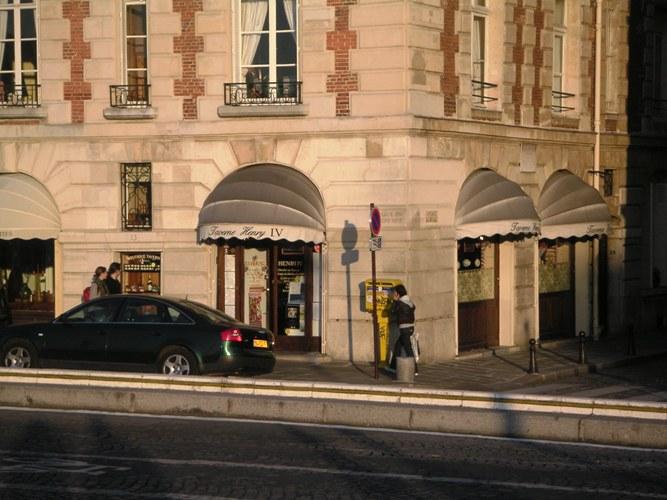 Paris Food and Wine Bar Taverne Henri IV