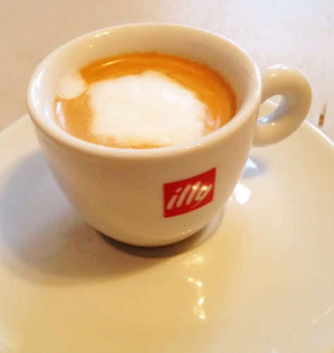 macchiato in illy cup