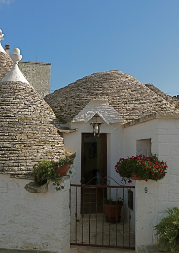 trullo entrance alberobello